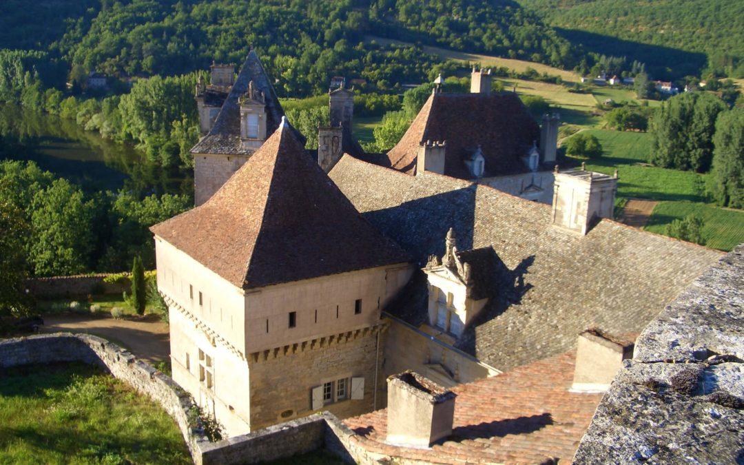 Dans la vallée du Lot, le château familial de Cénevières