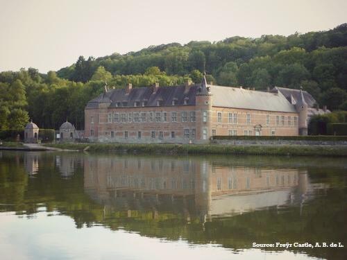 Between rocks ans river, Freÿr Castle in Wallonia