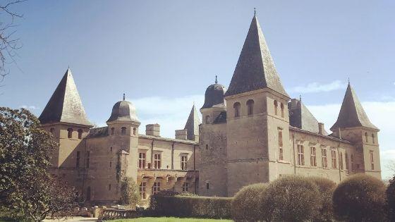 La vie au château de Caumont, un château de la Loire en Gascogne – Interview